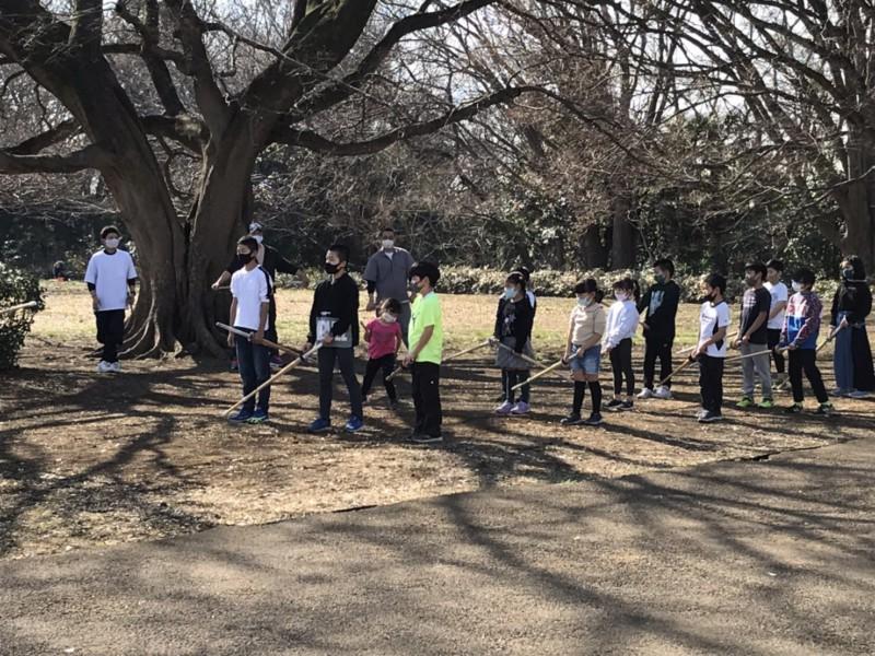 近くの公園で素振りと体力づくり